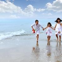 Nens platja Calafell (c) Bonamedia